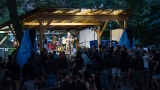 Spokojené publikum s akustickým minikoncertíkem (151 / 277)