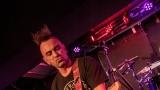 Pogo tour 2019 opětovně rozbourala pražský klub Rock Cafe (8 / 107)