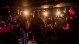 Pogo tour 2019 opětovně rozbourala pražský klub Rock Cafe (49 / 107)