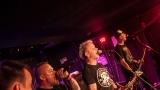 Pogo tour 2019 opětovně rozbourala pražský klub Rock Cafe (51 / 107)