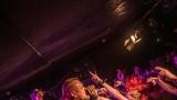 Pogo tour 2019 opětovně rozbourala pražský klub Rock Cafe (52 / 107)