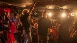 Pogo tour 2019 opětovně rozbourala pražský klub Rock Cafe (89 / 107)