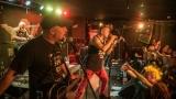 Pogo tour 2019 opětovně rozbourala pražský klub Rock Cafe (94 / 107)
