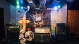 Scéna připravená pro kapelu Corona (1 / 87)