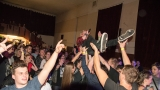 Kapela Kabát revival West - zpěvák na rukou věrných fans (56 / 62)