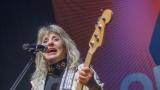 Suzi Quatro se svou Rock And Roll basou vyprodala velký sál Lucerny v Praze. (6 / 55)
