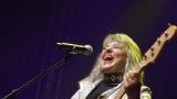 Suzi Quatro se svou Rock And Roll basou vyprodala velký sál Lucerny v Praze. (28 / 55)