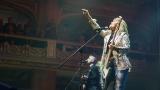 Suzi Quatro se svou Rock And Roll basou vyprodala velký sál Lucerny v Praze. (5 / 31)