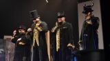 Gentlemani v cylindrech připravili originální podívanou (54 / 59)