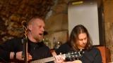 Charitativní koncert skupin Interitus, Flaxa, Jiřího Šantory a Dua my tři – čtyři v HIFI CLUBU Plzeň se vydařil! (29 / 54)