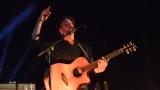 Thom Artway si svým energickým koncertem s premiérou videoklipu All I Know podmanil Malostranskou besedu  v Praze! (1 / 38)