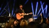 Thom Artway si svým energickým koncertem s premiérou videoklipu All I Know podmanil Malostranskou besedu  v Praze! (5 / 38)