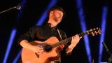 Thom Artway si svým energickým koncertem s premiérou videoklipu All I Know podmanil Malostranskou besedu  v Praze! (2 / 39)