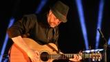 Thom Artway si svým energickým koncertem s premiérou videoklipu All I Know podmanil Malostranskou besedu  v Praze! (3 / 39)
