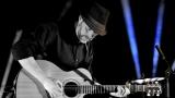 Thom Artway si svým energickým koncertem s premiérou videoklipu All I Know podmanil Malostranskou besedu  v Praze! (4 / 39)