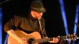 Thom Artway si svým energickým koncertem s premiérou videoklipu All I Know podmanil Malostranskou besedu  v Praze! (5 / 39)
