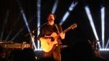 Thom Artway si svým energickým koncertem s premiérou videoklipu All I Know podmanil Malostranskou besedu  v Praze! (6 / 39)