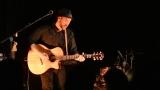 Thom Artway si svým energickým koncertem s premiérou videoklipu All I Know podmanil Malostranskou besedu  v Praze! (8 / 39)
