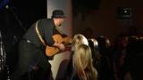 Thom Artway si svým energickým koncertem s premiérou videoklipu All I Know podmanil Malostranskou besedu  v Praze! (6 / 38)