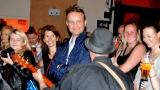 Thom Artway si svým energickým koncertem s premiérou videoklipu All I Know podmanil Malostranskou besedu  v Praze! (9 / 38)