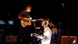 Thom Artway si svým energickým koncertem s premiérou videoklipu All I Know podmanil Malostranskou besedu  v Praze! (12 / 39)