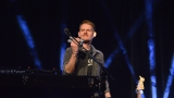 Thom Artway si svým energickým koncertem s premiérou videoklipu All I Know podmanil Malostranskou besedu  v Praze! (12 / 38)
