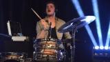 Thom Artway si svým energickým koncertem s premiérou videoklipu All I Know podmanil Malostranskou besedu  v Praze! (15 / 38)