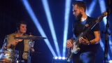 Thom Artway si svým energickým koncertem s premiérou videoklipu All I Know podmanil Malostranskou besedu  v Praze! (16 / 39)