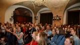 Thom Artway si svým energickým koncertem s premiérou videoklipu All I Know podmanil Malostranskou besedu  v Praze! (24 / 38)