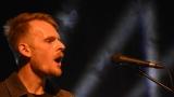 Thom Artway si svým energickým koncertem s premiérou videoklipu All I Know podmanil Malostranskou besedu  v Praze! (29 / 38)