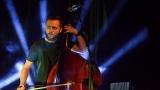 Thom Artway si svým energickým koncertem s premiérou videoklipu All I Know podmanil Malostranskou besedu  v Praze! (33 / 38)