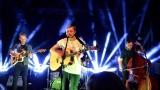 Thom Artway si svým energickým koncertem s premiérou videoklipu All I Know podmanil Malostranskou besedu  v Praze! (37 / 38)