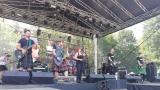 Tradiční třísesterský narozeninový večírek na Braníku nezklamal – kapela letos oslavila 33 let (1 / 18)