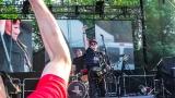 Tradiční třísesterský narozeninový večírek na Braníku nezklamal – kapela letos oslavila 33 let (2 / 57)