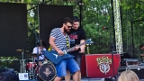 Tradiční třísesterský narozeninový večírek na Braníku nezklamal – kapela letos oslavila 33 let (22 / 57)