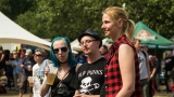 Tradiční třísesterský narozeninový večírek na Braníku nezklamal – kapela letos oslavila 33 let (98 / 169)