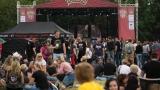 Tradiční třísesterský narozeninový večírek na Braníku nezklamal – kapela letos oslavila 33 let (119 / 169)