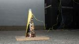 Jedna z pyrotechnických pomůcek těsně před odpálením (25 / 127)
