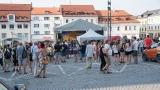 Podvečerní koncert na klatovském náměstí přilákal početné publikum (2 / 56)