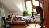 natáčení postelové scény (3 / 76)