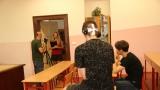 natáčení ve třídě gymnázia se sexy učitelkou (53 / 76)