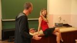 natáčení ve třídě gymnázia se sexy učitelkou (54 / 76)