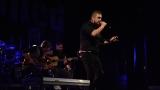 Rockové melodické písničky i smutnější balady si zazpívali fanoušci v Písku s kapelou Desmod (11 / 44)