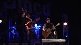 Rockové melodické písničky i smutnější balady si zazpívali fanoušci v Písku s kapelou Desmod (12 / 44)