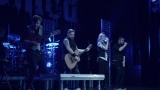 Rockové melodické písničky i smutnější balady si zazpívali fanoušci v Písku s kapelou Desmod (15 / 44)