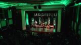 Rockové melodické písničky i smutnější balady si zazpívali fanoušci v Písku s kapelou Desmod (16 / 44)