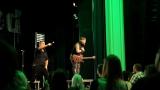 Rockové melodické písničky i smutnější balady si zazpívali fanoušci v Písku s kapelou Desmod (18 / 44)