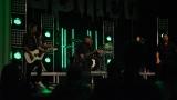 Rockové melodické písničky i smutnější balady si zazpívali fanoušci v Písku s kapelou Desmod (21 / 44)
