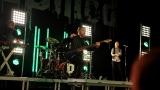 Rockové melodické písničky i smutnější balady si zazpívali fanoušci v Písku s kapelou Desmod (22 / 44)