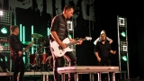 Rockové melodické písničky i smutnější balady si zazpívali fanoušci v Písku s kapelou Desmod (24 / 44)